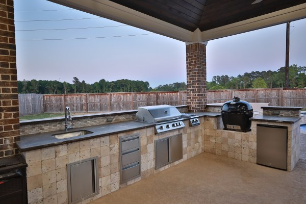 outdoor kitchen, outdoor living room, covered patio, Houston, Chattanooga