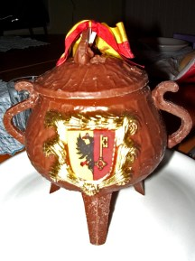 Marmite de l'Escalade en chocolat remplie de bonbons