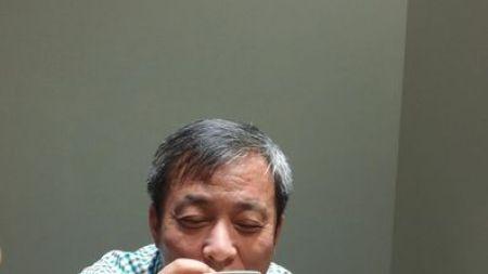 Liu Yiqian Waves Off Tea Controversy,