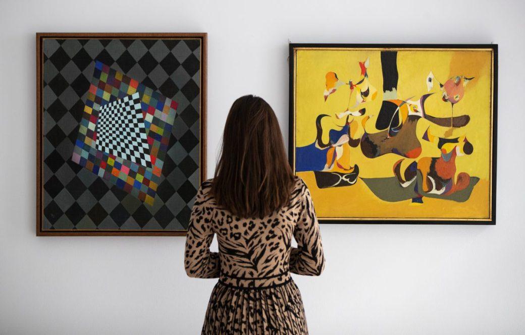 Wassily Kandinsky, Quatre, 1927, at left,