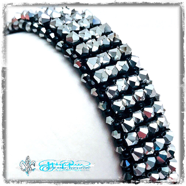 Beaded_SilverShimmer_curve