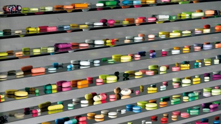 píldoras de colores obra de Damien Hirst