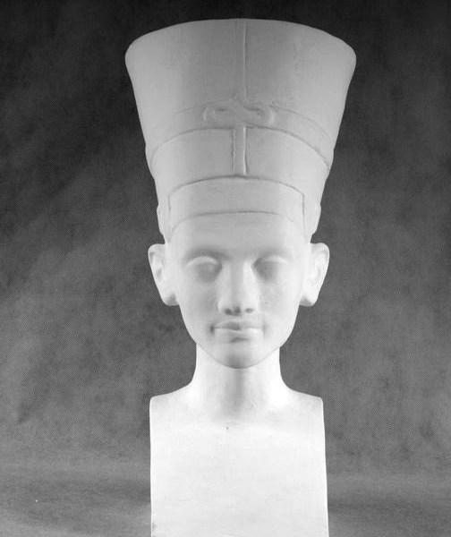 Гипсовая голова Нефертити с шапкой