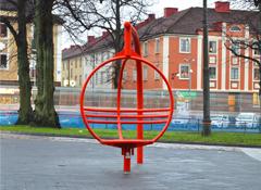 ARTOTEC Fauteuil rotatif ZICKI sur la place publique de Mariaplan à Gothembourg, Suède