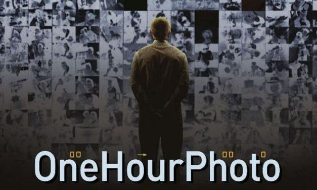 Il mondo artificiale delle fotografie in One Hour Photo, di Mark Romanek
