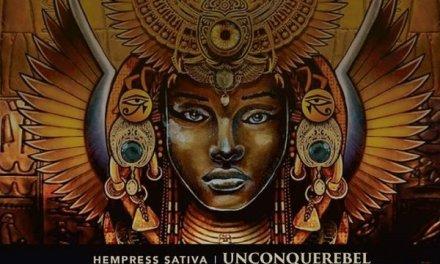 Hempress Sativa rappa tra divinità Egizie e religioni rastafari