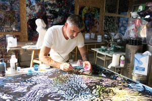 Michel Soubeyrand dans son atelier.