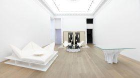Exposition Pierre Paulin à la galerie Perrotin à New York, qui a eu lieu de juin à août 2016, mobilier édition Paulin, Paulin, Paulin.