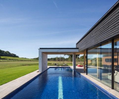 woodfarm - piscine et baie vitré