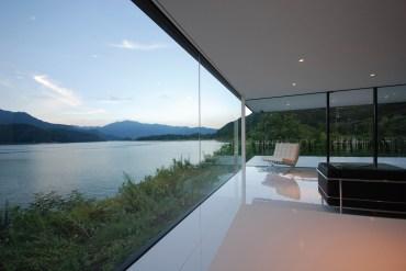 Lakeside House. © Shinichi Ogawa