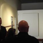 Ludovico Pratesi e alcuni spettatori della mostra