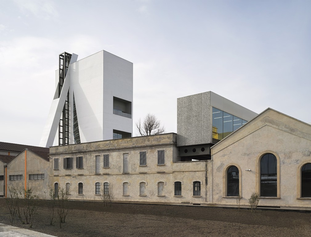 Torre Fondazione Prada, Milano Progetto architettonico di OMA. Foto: Bas Princen 2018. Courtesy Fondazione Prada