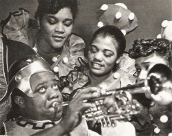 Lucien_Aigner_Louis_Armstrong_as_Bottom_in_the_stage_musical_Swingin_the_Dream_a_jazz_version_of_Shakespeare_s_A_Midsummer_s_Night_Dream_1939.jpg