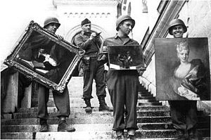 300px-MFAA_Officer_James_Rorimer_supervises_U.S._soldiers_recovering_looted_paintings_from_Neuschwanstein_Castle