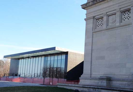 St. Louis Art Museum's 2013 David Chipperfield expansion, left. (On right: the museum's 1904 Cass Gilbert-designed facility Photo by Lee Rosenbaum