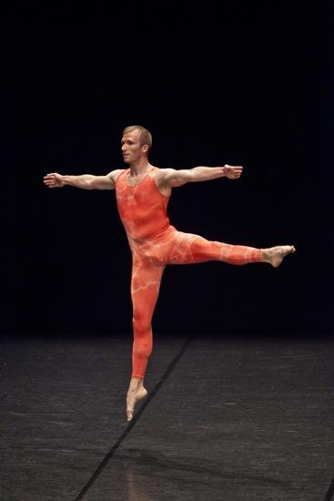 Cédric Andrieux dancing Merce Cunningham in Jérôme Bel's Cédric Andrieux