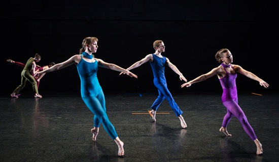 Pam Tanowitz's The Spectators. Front, L to R: Maggie Cloud, Andrew Champlin, Sarah Haarmann. At back: Pierre Guilbault and Melissa Toogood. Phot: Yi-Chun Wu
