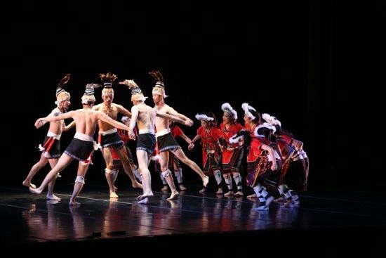 TNUA dancers perform the annual ritual of Kiwi Village, Amis tribe. Photo: Gregory Yamamoto