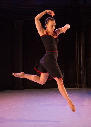 Elizabeth Coker in Seán Curran's Better to be Looking at It Than to be Looking for It. Photo: Yi-Chun Wu