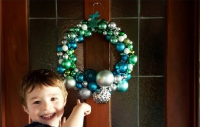 Make It With Kids: Christmas Bauble Wreath