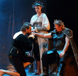 Marcel Meyer as HAMLET, Callum Tilbury as GERTRUDE, and Michael Richard as CLAUDIUS