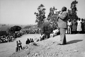 OB N 60A3149: by Omar Badsha: Rogers Ngcobo IFP leader addressing residents of Amouti, 1982