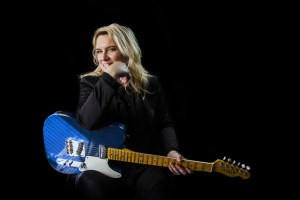 Karen Zoid goes back to school! She'll perform with her full band at Hoërskool Durbanville for the first time on Saturday 21 September at 19:30.