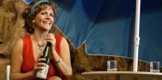 Lisa Bobbert as Shirley Valentine