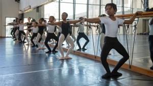 Joburg Ballet School 2018 Students at the barre (Photo Lauge Sorensen)