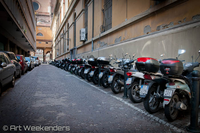 2014_Italy_Bologna_scooters_motorcycles