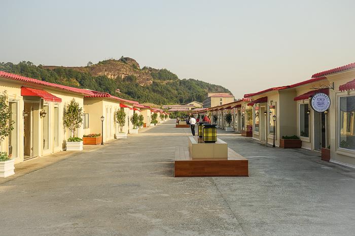 Hua Quan Village galleries shops studios
