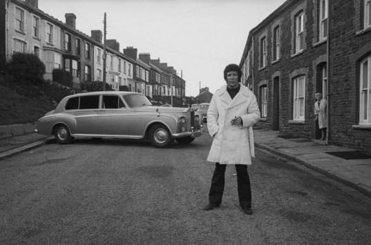 To m Jones torna a casa, 1974