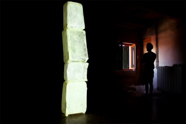 Atelier's Detail - Crystal Suitcases - Videoinstallation (2013) Ph. Andrea Liuzza