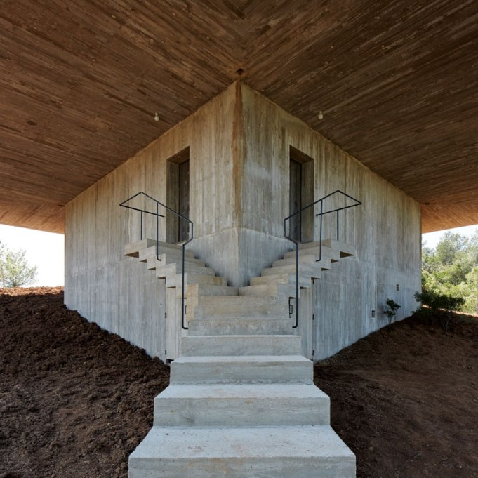pezo-von-ellrichshausen-casa-pezo-solo-houses-spain-designboom-10