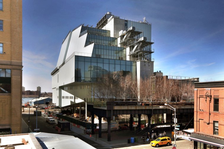 A view of the High Line and the building's eastern face, Photo by Ed Lederman