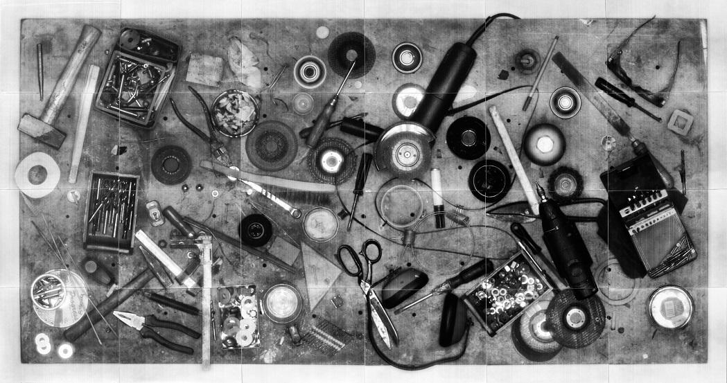 Anna Lena Radlmeier, Table, 2010. Collimatografia. Montaggio di 24 stampe alla gelatina d'argento, cm 78x148 ca