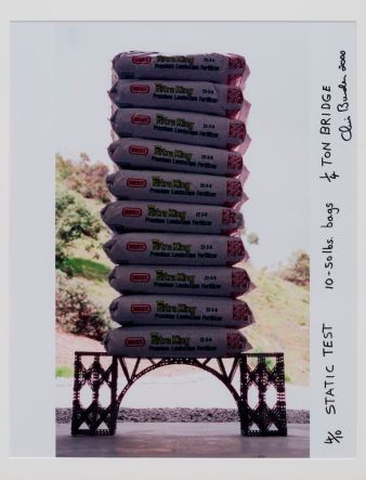 Chris Burden Static Test, #4/10 #2000 Parte di The 1/4 Ton Bridge 1997 - 2000 Fotografia firmata e datata prodotta in edizioni di 10 con 2 prove d'artista 20 x 16 inches / 50.8 x 40.64 cm ©Chris Burden. Per gentile concessione dello studio di Chris Burden e Gagosian Gallery
