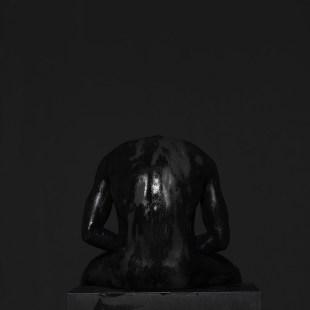 mustafa sabbagh onore al nero _ untitled, 2016 stampa fine art su dibond, 100x100 cm ed. di 5 + 1 PA – courtesy: l'artista