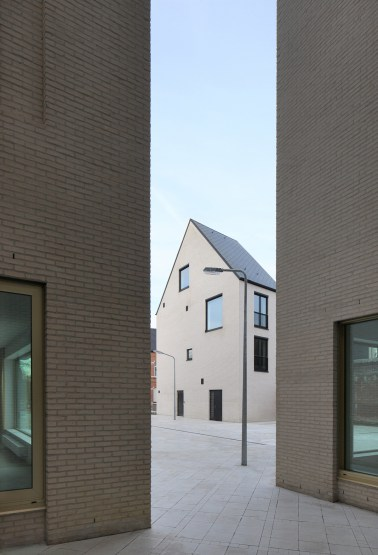 Filip Dujardin_ Housing and Social Center, de Vylder Vinck Taillieu, DRDH Architects (6)