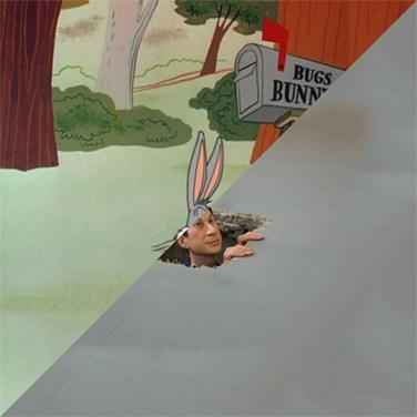 Bugs Bunny, 1940 VS Maurizio Cattelan, Untitled, 2001 – © Davide Trabucco, Confórmi