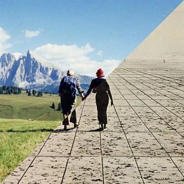 Luigi Ghirri, Alpe di Siusi, Bolzano, 1979 VS Superstudio, Un viaggio da A a B, 1969 – © Davide Trabucco, Confórmi
