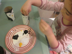 Arty Crafty Kids - Paper Roll Penguin