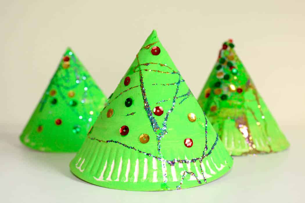 super fun 3d paper plate christmas tree craft. Black Bedroom Furniture Sets. Home Design Ideas