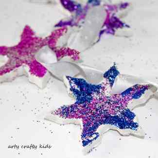 Arty Crafty Kids - Christmas - Glittery Clay Christmas Ornaments