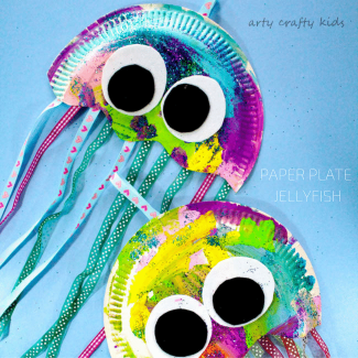 Arty Crafty Kids | Craft | Paper Plate Jellyfish Craft | Easy Jellyfish craft for kids - perfect for an under the sea theme at school or preschool!