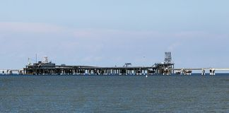 The liquified natural gas loading pier at the Dominion Cove Point LNG facility, Maryland. Photo: Acroterion - Own work, CC BY-SA 3.0