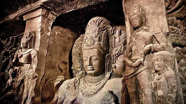 Elephanta-Caves-place-to-visit-maharashtra