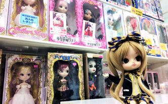 Dal Manuel Azone Label Shop Exhibition