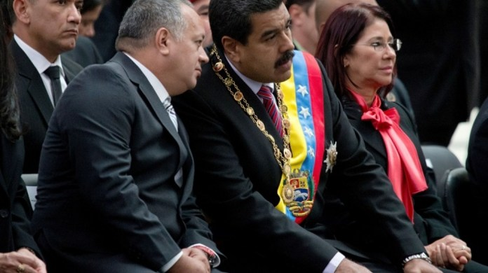 https://i1.wp.com/www.as-coa.org/sites/default/files/styles/article_hero_1026x576/public/field/image/AP_DiosdadoCabello_NicolasMaduro_CiliaFlores_700_0.jpg?w=696&ssl=1