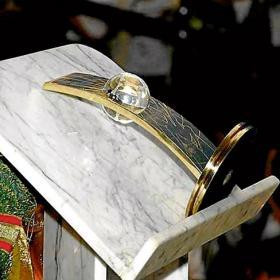 Kaká dona a la iglesia 'Renacer en Cristo' el FIFA World Player